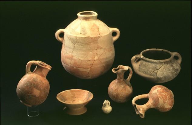 Récipients divers découverts à Megiddo